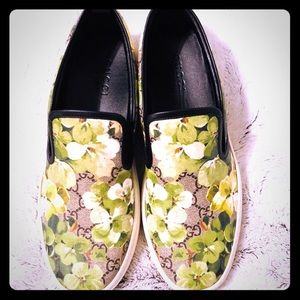 919273ef515 Gucci Shoes - Gucci Blooms Canvas Slip on Sneakers